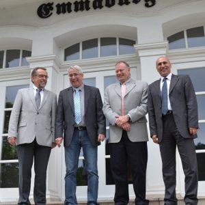 Prof. Dr. Siegfried Bien (l.) Falk Heinirchs (2.v.l) Dr. Said Moshref Dehkordy (r.) Jörg Moses (2.v.r.).