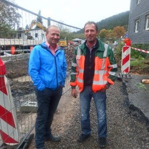 Michael Sittler mit dem zuständigen Mitarbeiter des Landesbetriebs Straßen NRW, Herrn Kreher.