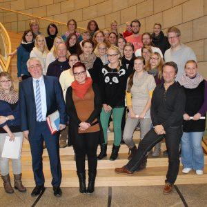 Falk Heinrichs (SPD-MdL) empfing Schülerinnen und Schüler der Krankenpflegeschule des Kreisklinikums Siegen im Landtag.